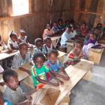 Enfants de l'école en classe à Farafangana - Madagascar