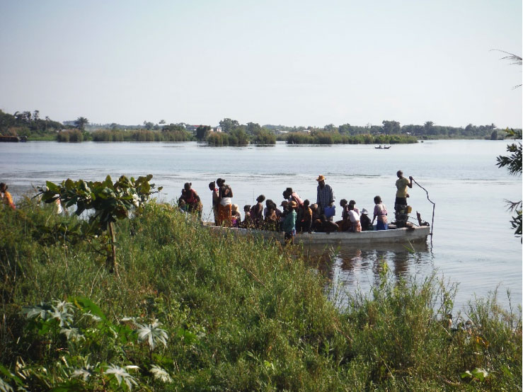 traversée du fleuve à Farafangana